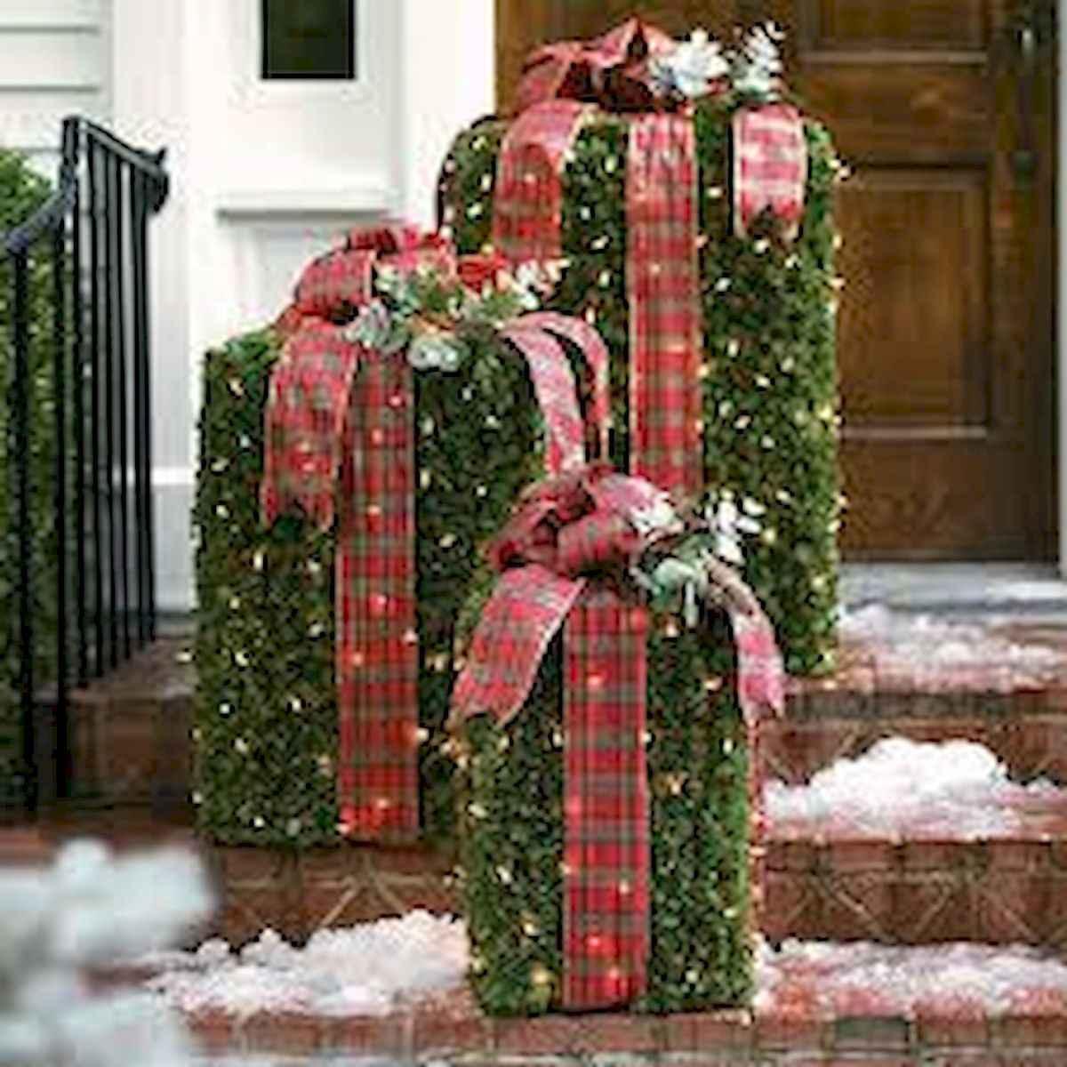 40 Amazing Outdoor Christmas Decor Ideas 25 Coachdecor Com