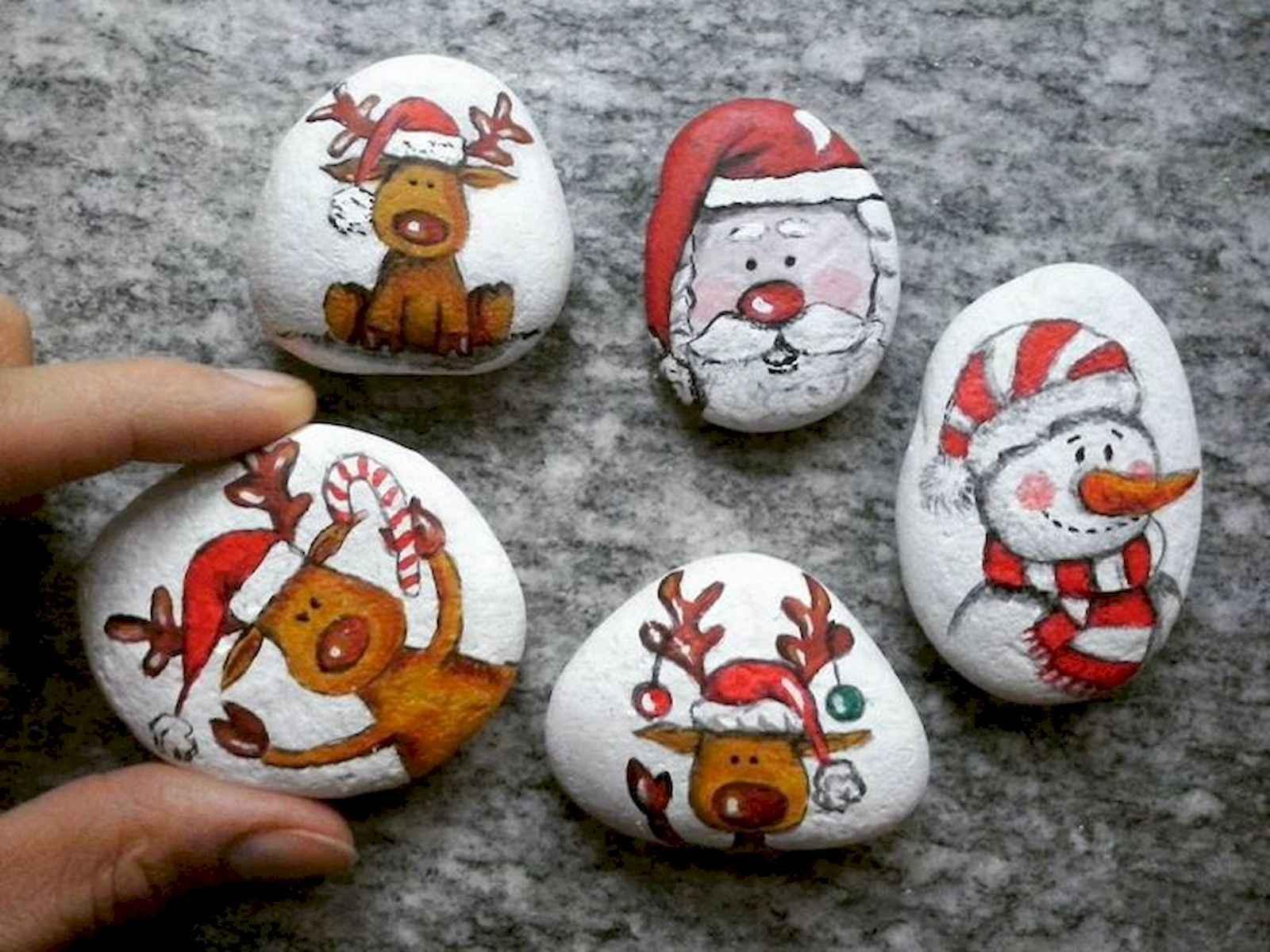 50 Easy DIY Christmas Painted Rock Design Ideas (24) - CoachDecor.com